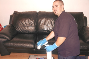 upholstery cleaning Squirrels Heath RM2